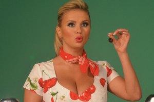 Семенович в Киеве съела два килограмма черешни