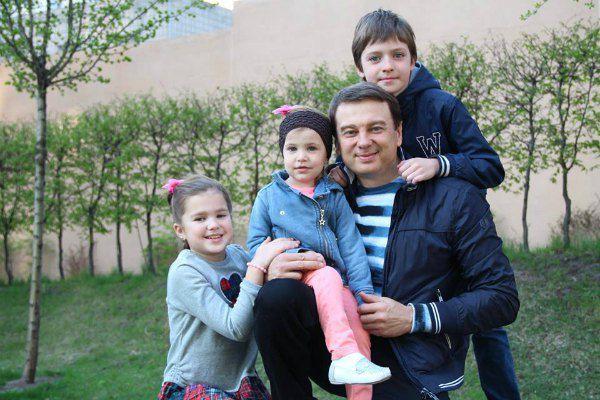 Старшие дети Нагорного дружат с его дочкой от второго брака Николь (в центре)