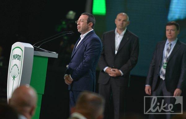"Зеленая трибуна съезда неумолимо напоминала банкоматы ""Приватбанка"""
