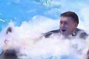 Мельниченко заигрывал с дельфином на глазах у Розинской