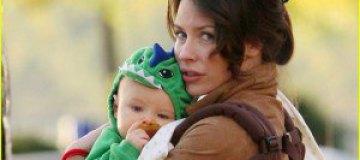 Звезда сериала Lost нарядила ребенка динозавром