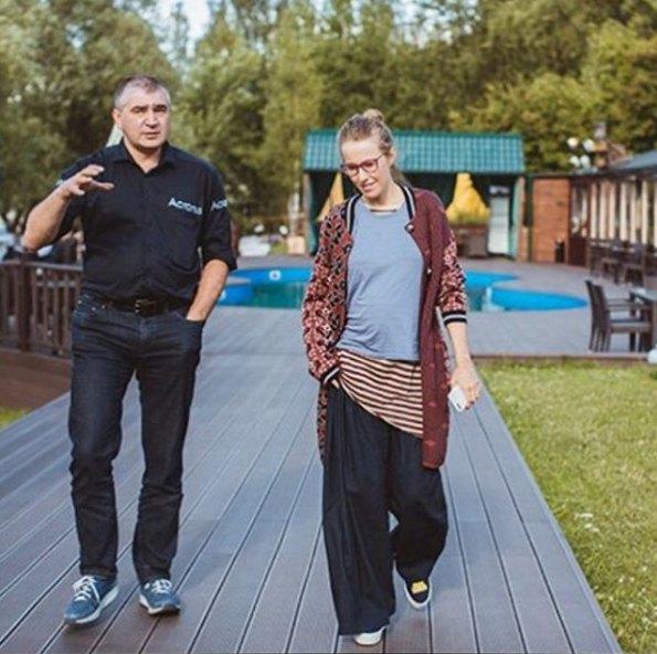 Ксения Собчак забросила вечерние платья, но в декрет пока не спешит