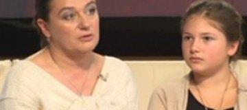 Анастасия Мельникова морит дочь голодом