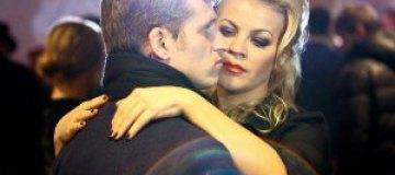Жена Алиева контролировала мужа во время съемок в клипе Лободы