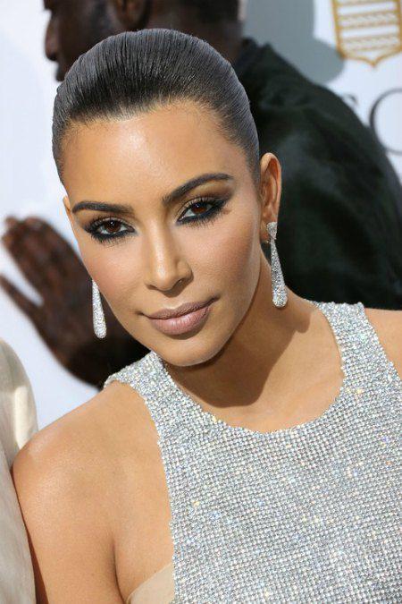 Чтобы затмить звезд кино, Ким оделась в серебро с головы до пят