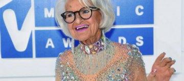 """""""Самая отвязная бабушка Интернета"""" пришла на MTV в прозрачном наряде"""