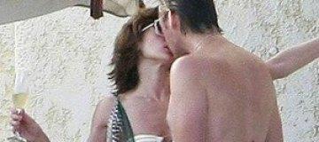 Пьяная Мила Йовович целовалась с мужем на пляже