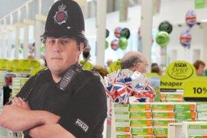 Из супермаркета похитили картонного борца с кражами