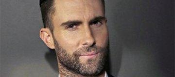 """В солиста """"Maroon 5"""" бросили """"сахарную бомбу"""""""