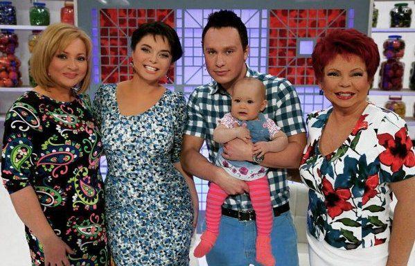Светлана Пермякова с семьей в шоу Наташи Королевой и ее мамы
