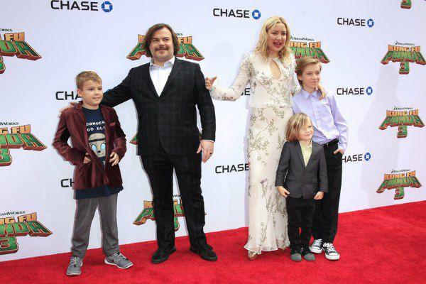 Актер Джек Блэк с сыном, актриса Кейт Хадсон с сыновьями