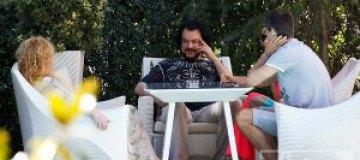 Пугачева позавтракала с экс-супругом и дочкой