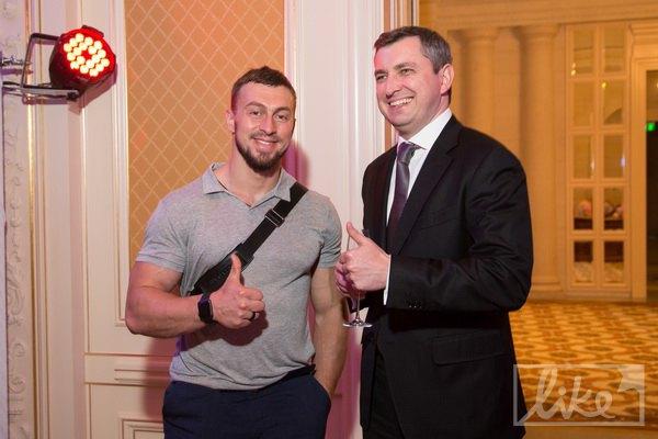 Пришел даже бывший главный налоговик, а теперь руководитель Фонда госимущества Игорь Билоус (справа)