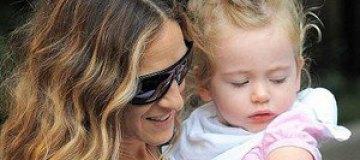 Сара Джессика Паркер прогулялась с дочками-близняшками