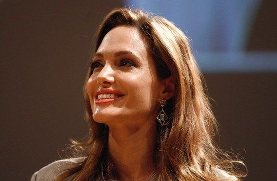Скоро Джоли порадует своих поклонников коллекцией украшений