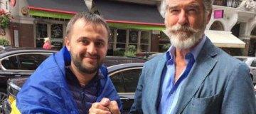 """Голливудский """"агент 007"""" Пирс Броснан встретился с украинскими волонтерами в Лондоне"""