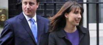 Британский премьер с женой забыли дочку в пабе