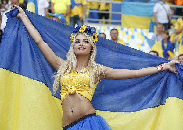 Украинская болельщица на матче Украина - Польша