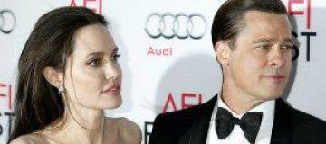 Джоли выгнала няню за флирт с Питтом