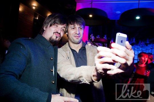 Шовковский снимает себя на новый iPhone 5