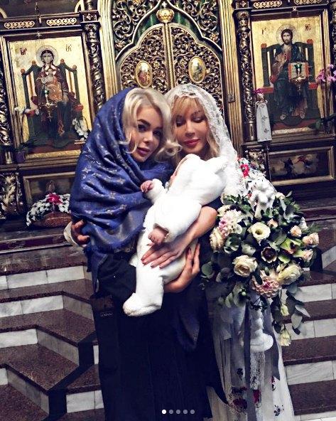 Алина Гросу и Ирина Билык на крестинах Михаила Гросу-младшего