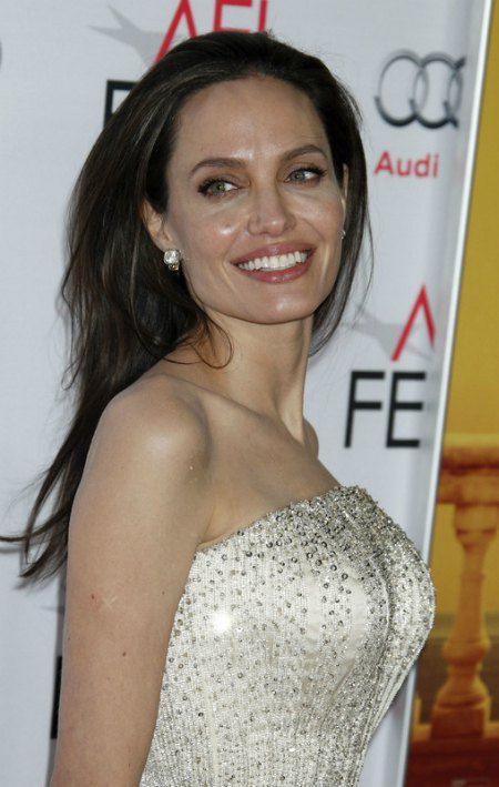 На своей премьере Анджелина Джоли просто сияла