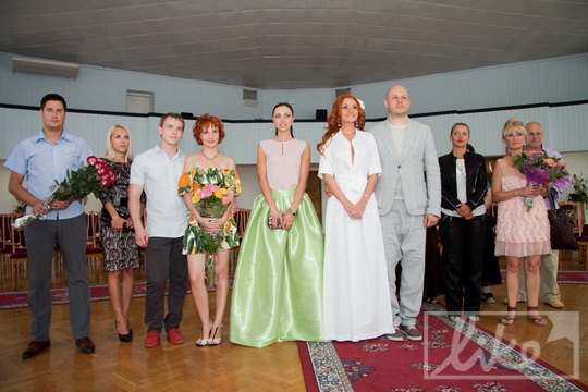 Немногочисленные гости собрались на церемонии