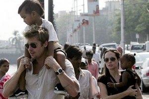 Джоли приобщает сына к светской жизни