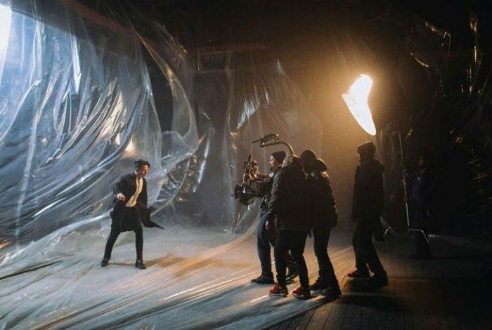 Съемки клипа на песню Under The Ladder