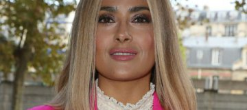Сальма Хайек появилась на вечеринке в образе роковой блондинки