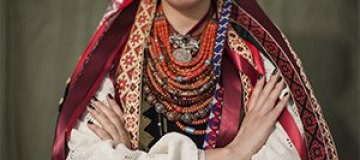 Ефросинина, Винницкая и Фреймут примерили традиционные украинские костюмы