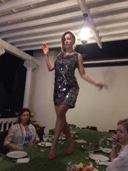 ... а потом еще один - для танцев на столе