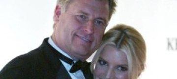 Отец Джессики Симпсон живет с молодым любовником