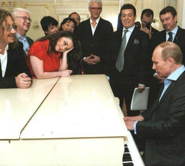 Наташа Королева в кругу поклонников таланта Владимира Путина