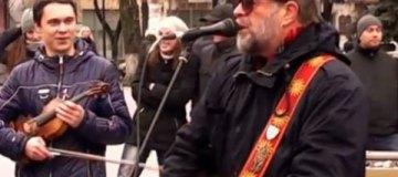 Гребенщиков устроил уличный концерт в Полтаве