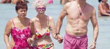 86-летняя герцогиня Альба отдохнула на пляже в бикини
