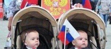 Путина и Медведева усадили в коляску для близнецов
