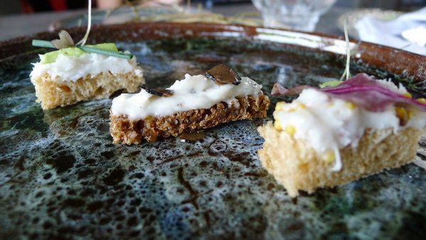 Трио канапэ с салом: черный очаковский трюфель, диженская горчица, чеснок