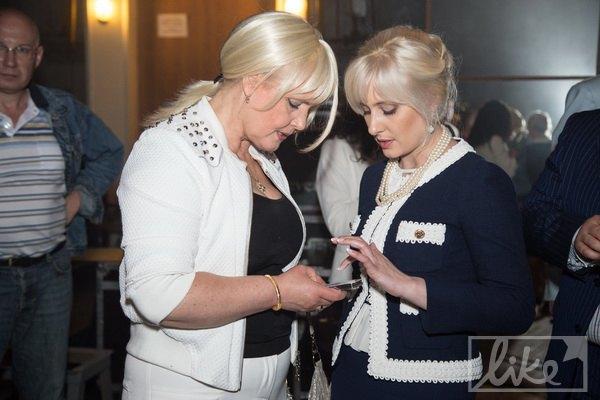 """Директор дворца """"Украина"""" Инна Костыря и мама Камалии Инна Петровна"""