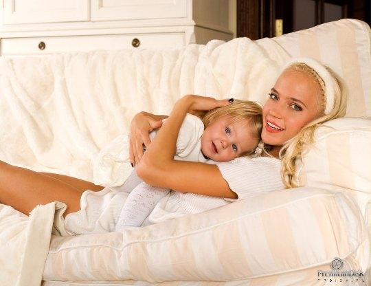 Наталья Ионова с первой дочерью