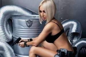Оголившая грудь Кудрявцева считает себя высокоморальной