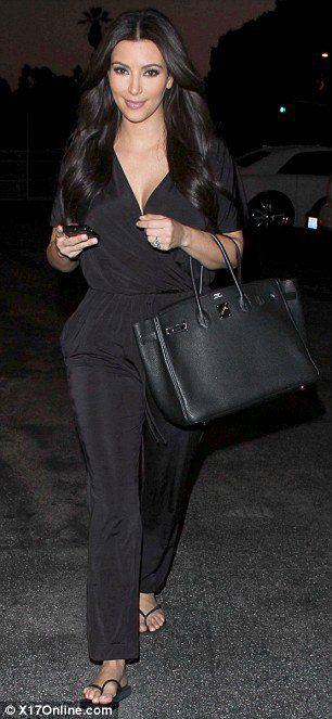 Невеста Ким Кардашьян. Пока в черном.
