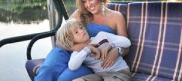 Беременная Дубцова устроила фотосессию с сыном