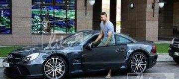 Шевченко сфотографировался возле своего нового болида за €500 тыс.