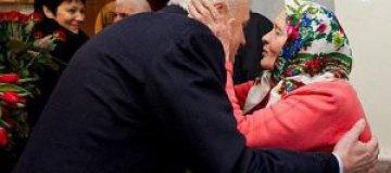 Литвин проведал пожилую маму