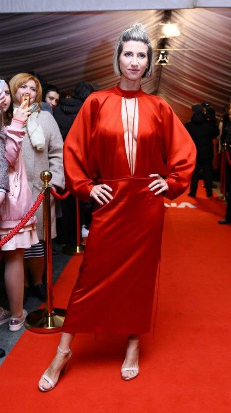 Анита Луценко показала бюст, но не угадала с фасоном платья