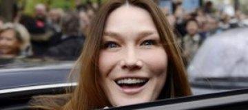 После подтяжки лицо Карлы Бруни стало неузнаваемым