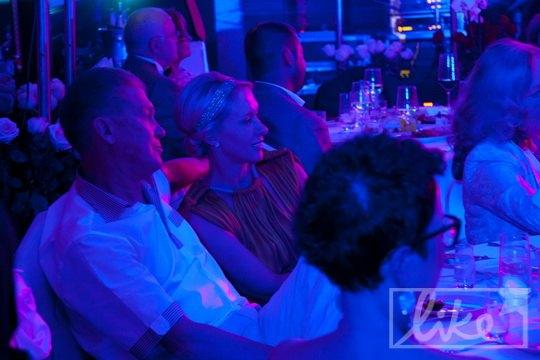 В темноте зала был замечен Олег Блохин с супругой