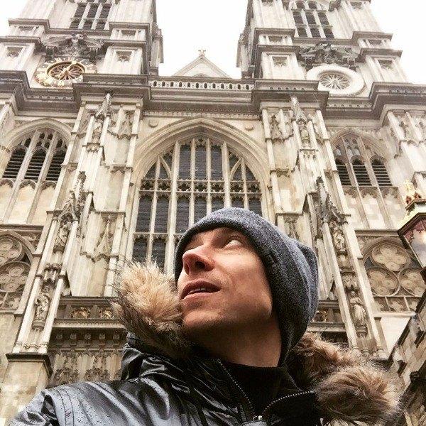 Актер Евгений Гашенко возле Вестминстерского Аббатства