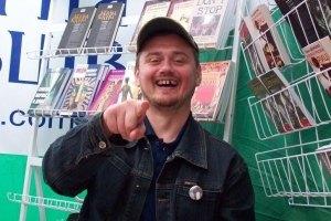 Писателя Андрея Кокотюху штрафуют за красное лицо
